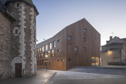 Village Center of Ecouflant / Studio d'Architecture Bruno Huet