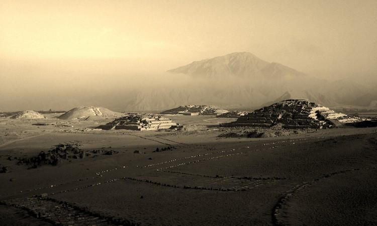 Huacas en perspectiva: Ganadores del VI Concurso de Fotografía Lima Milenaria, © Nils Castro Carrasco_mención honrosa-jurado. Image Vientos Caralinos