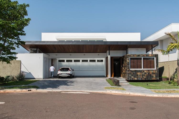 Casa Pedra Ferro  / Verri & Galvão Arquitetos, © Lauro Rocha