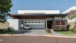 Casa Pedra Ferro  / Verri & Galvão Arquitetos