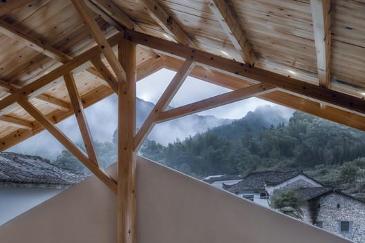 Enjoy mountain view through the mountain shaped space. Image © Xuguo Tang