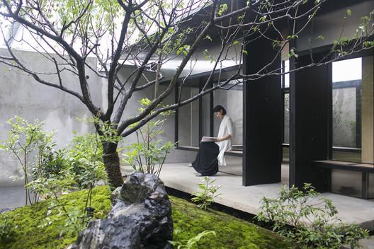 Tea House in Li Garden / Atelier Deshaus. Image © Fangfang Tian