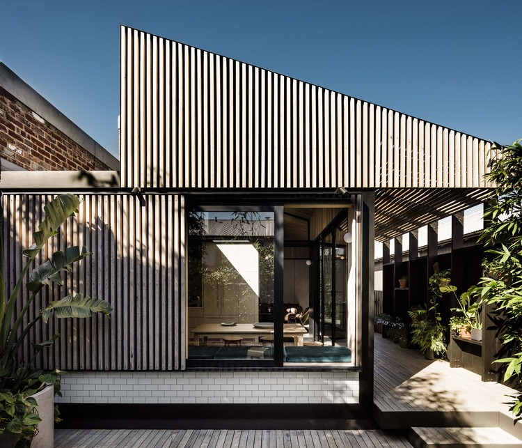 Beach Box House Plans: Light Corridor House / FIGR Architecture & Design