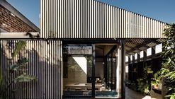 Light Corridor House / FIGR Architecture & Design