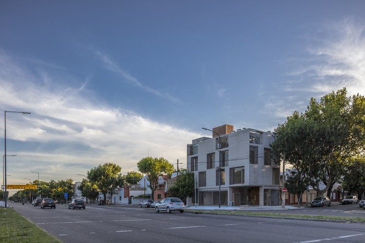 Edificio P 4402 / Arqtipo, © Federico Kulekdjian