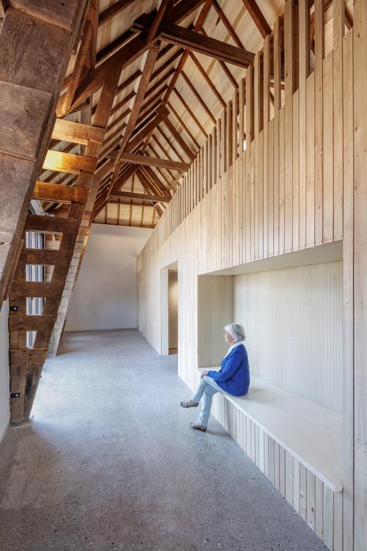 Pared acústica de madera de álamo . Imagen © Stijn Poelstra
