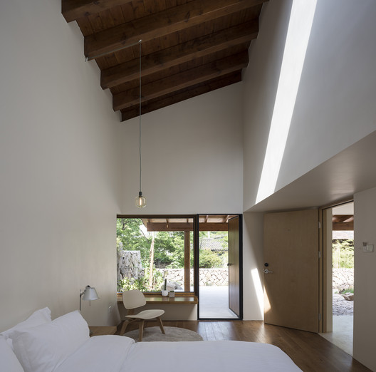 Interior View of Guestroom. Image © Hao Chen
