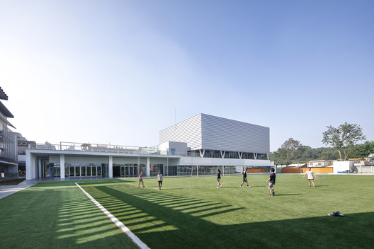 Kaohsiung American School Athletic Complex / MAYU architects+