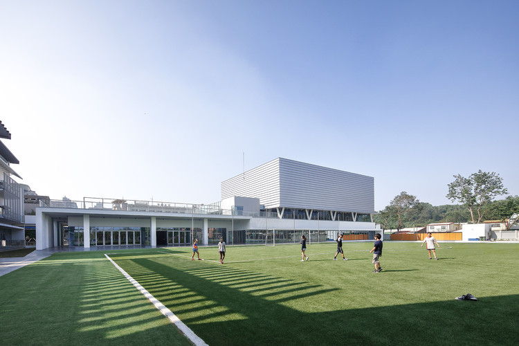 Kaohsiung American School Athletic Complex / MAYU architects+, © Yu-Chen Tsao