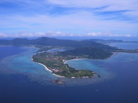 © <a href='https://pixabay.com/en/coral-reefs-island-ishigaki-island-1381740/'> Pixabay user auntmasako </a> licensed under <a href='https://creativecommons.org/publicdomain/zero/1.0/deed.en'>CC0</a>