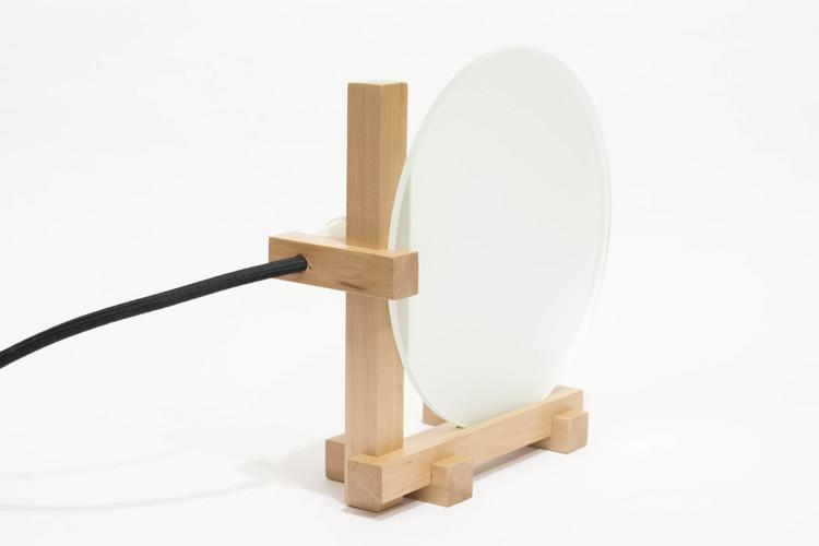 Lo1, una lámpara que ensambla madera y vidrio, © Cinthya Cossio