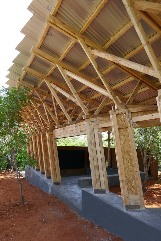 Eco Moyo Education Centre: Classroom and Library / The Scarcity and Creativity Studio