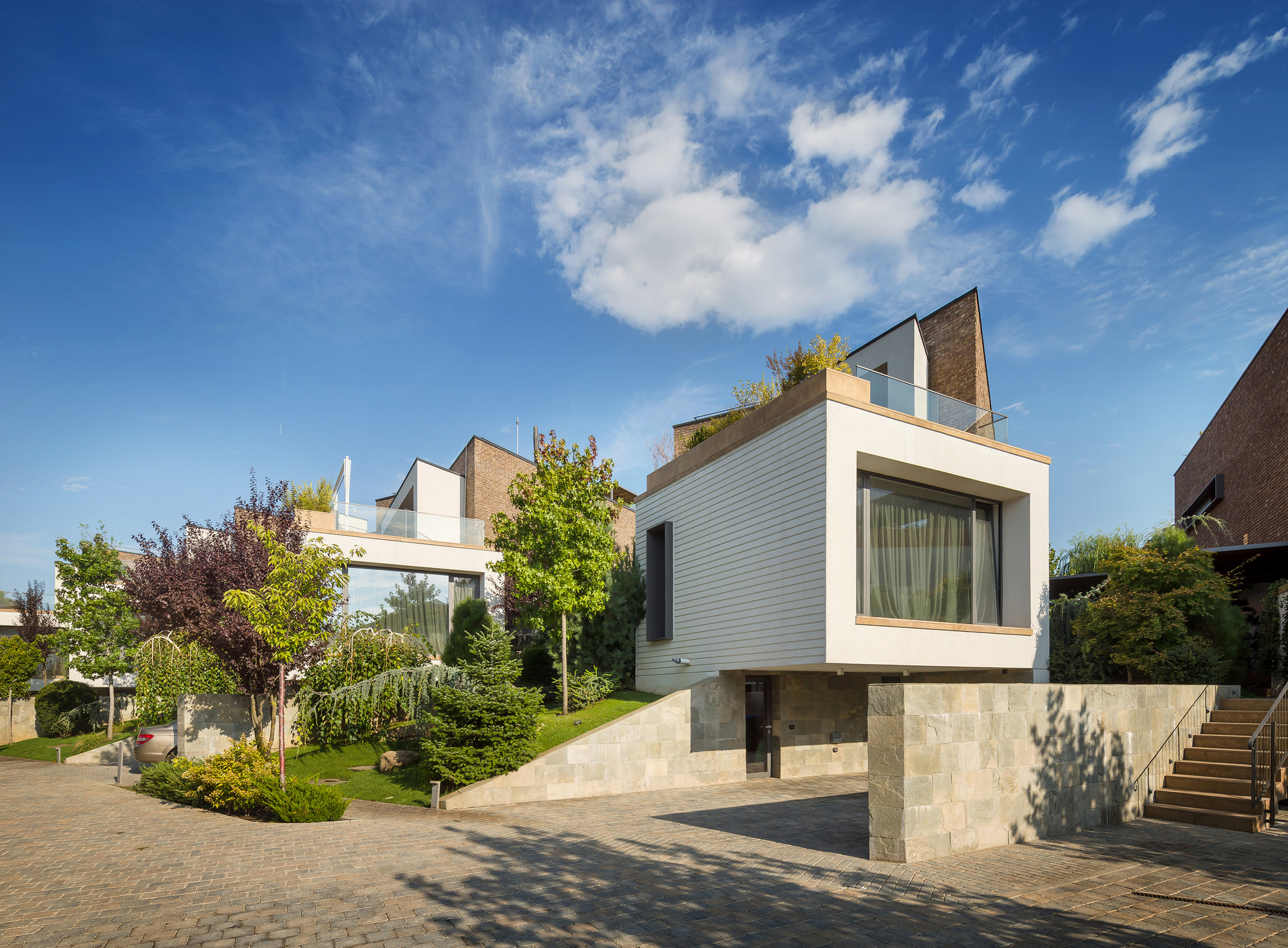 Evening On The Hill / Fabrica De Arhitectura