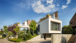 Evening on the Hill / Fabrica de arhitectura