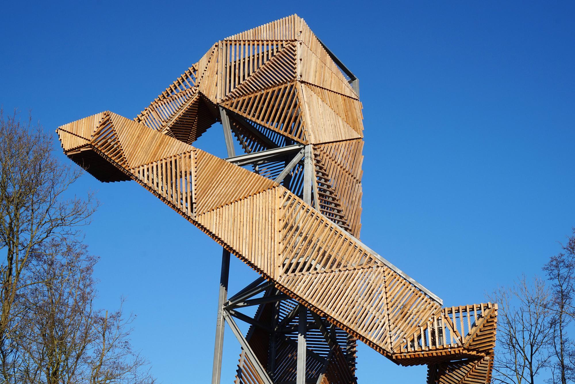 Detalles constructivos en madera y acero para una for Estructura arquitectura