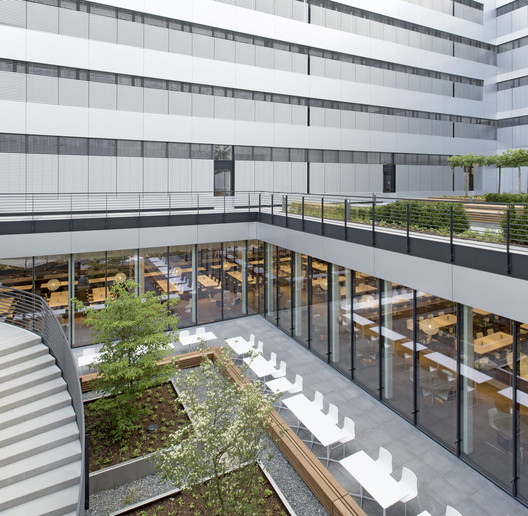 Canteen for Rohde & Schwarz / landau+kindelbacher Architekten Innenarchitekten
