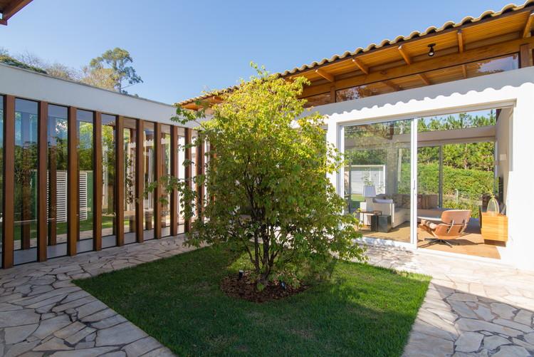 Casa em Itatiba / Rassini Arquitetura, © Edson Ferreira