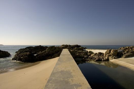 Tidal Pools of Leça da Palmeira / Alvaro Siza. Image: © Fernando Guerra | FG+SG