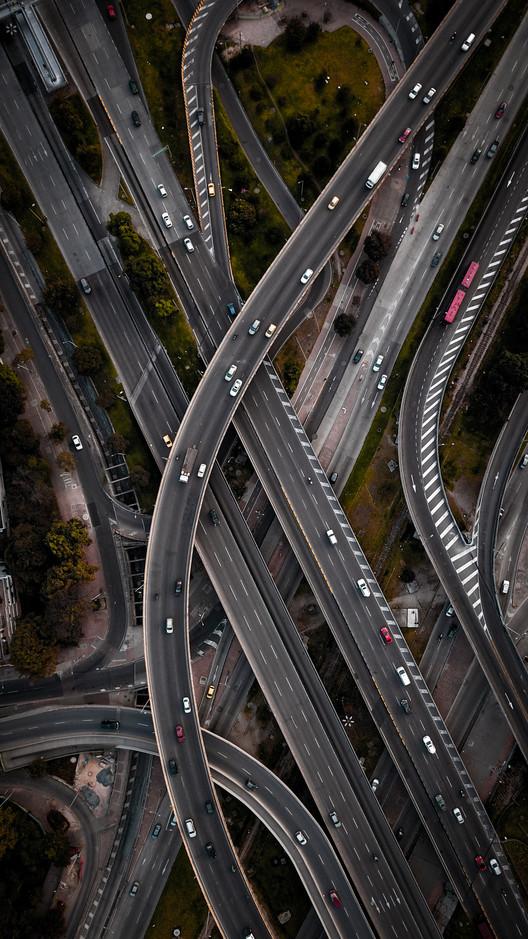Líneas cruzadas en la Diagonal 92 con NQS, Bogotá. Image © Camilo Monzón