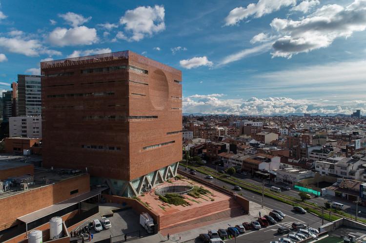 Fundación Santa Fe de Bogotá, única obra colombiana ganadora en los Premios Building of the Year 2018, Fundación Santa Fe de Bogotá / El Equipo de Mazzanti. Image © Alejandro Arango