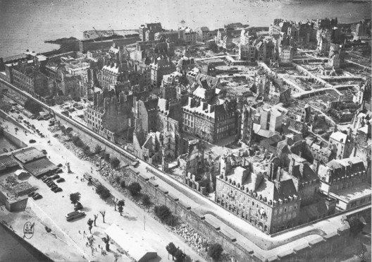 """Unknown, <a href=""""https://commons.wikimedia.org/wiki/File:Saint-Malo_après_la_bataille_de_1944.jpg"""">Saint-Malo après la bataille de 1944</a>, marked as public domain, more details on <a href=""""https://commons.wikimedia.org/wiki/Template:PD-old"""">Wikimedia Commons</a>"""