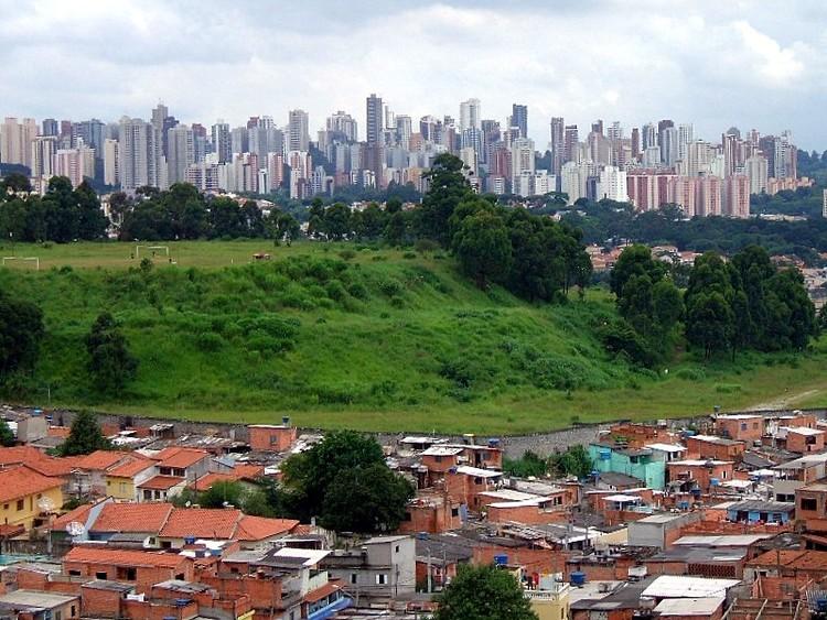 Descarga PAR, el plan de implementación de la nueva agenda urbana en América Latina y el Caribe, Favela Jaqueline en el distrito de Vila Sônia (São Paulo, Brasil). Image © Dornicke [Wikimedia Commons]