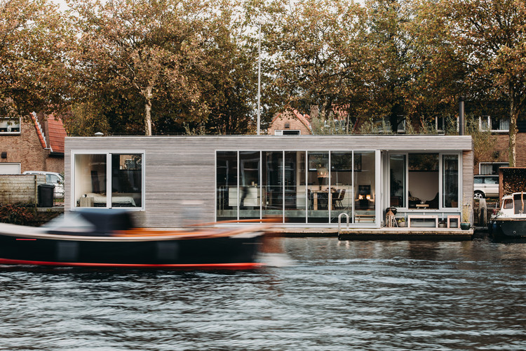 Casa flotante Haarlem Shuffle / vanOmmeren-architecten, © Eva Bloem