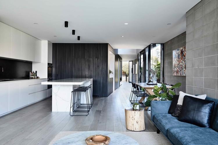Residencia Masuto / Jamison Architects, © Derek Swalwell