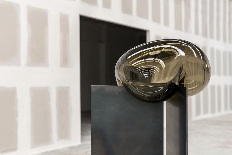 Nouvel Limited presenta durante Zona Maco su colaboración con Héctor Esrawe, Emiliano Godoy y Brian Thoreen, vía Nouvel Limited