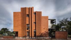 Corbel House / Kamat & Rozario Architecture