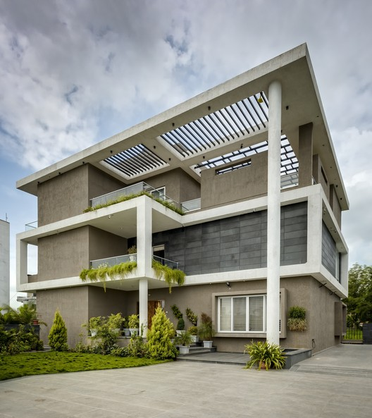 Hambarde Residence / 4th Axis Design Studio, © Hemant Patil