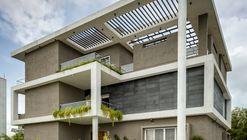 Hambarde Residence / 4th Axis Design Studio