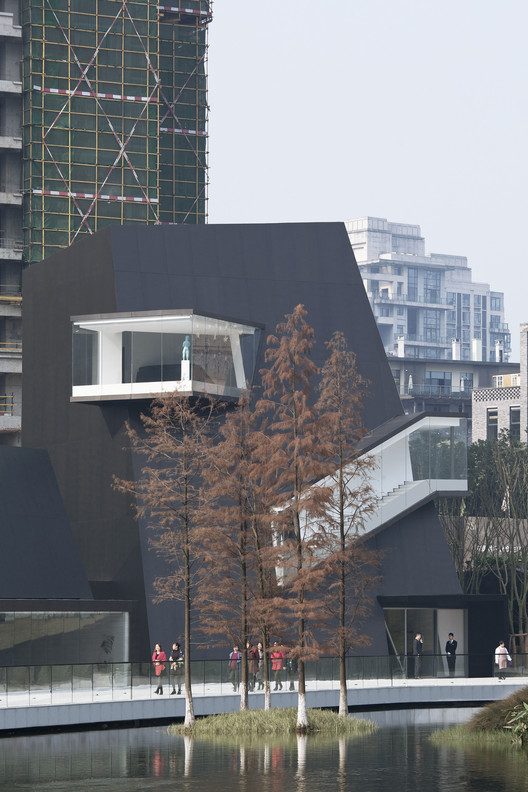 Island trees and the building. Image © Zhi Xia