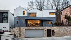 Three-Roof House / PLAIN WORKS