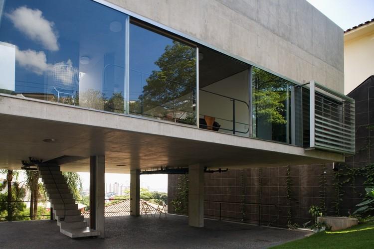 Casa e estúdio na Vila Romana - MMBB Arquitetos. Image © Nelson Kon