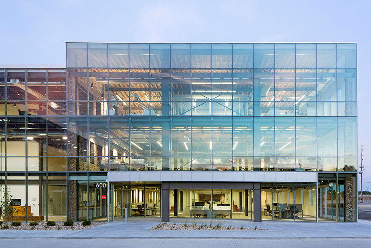 HNI Corporate Headquarters / Neumann Monson Architects, © Subtle Light Photography