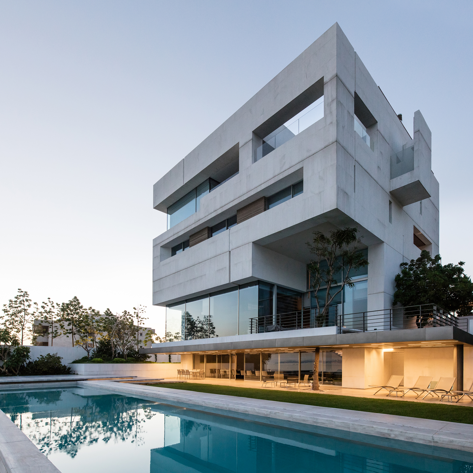 Architecture House And: AZ House / Nabil Gholam Architects