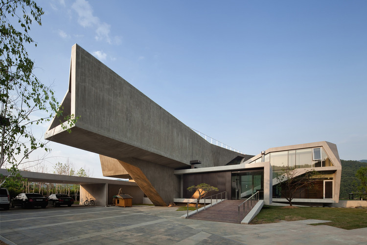 11 Houses With Incredible Cantilevers, © Joon Hwan Yoon