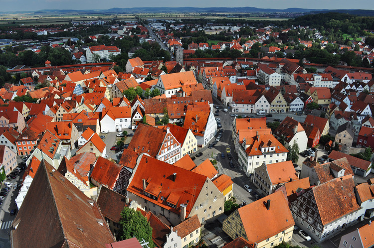 Nördlingen, a cidade medieval construída dentro de uma cratera repleta de diamantes, © <a href='https://www.flickr.com/photos/120282578@N03/13137177895/'>Flickr user Laurent Bernier</a> licensed under <a href='https://creativecommons.org/licenses/by-nc-nd/2.0/'>CC BY-NC-ND 2.0</a>