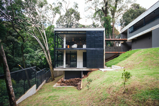 JJO House / Arqbox