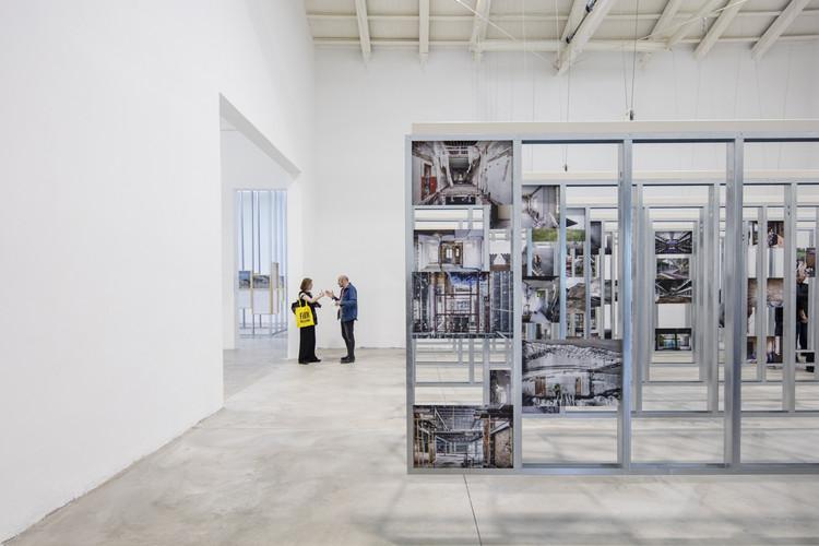 Presentan en Berlín la exposición UNFINISHED, ganadora del León de Oro en la Bienal de Venecia 2016, Exposición UNFINISHED Bienal de Venecia 2016. Image © Laurian Ghinitoiu