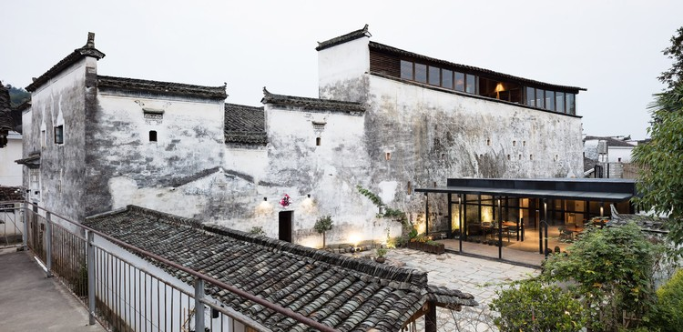 Wuyuan Skywells Hotel / anySCALE, Exterior. Image © Marc Goodwin