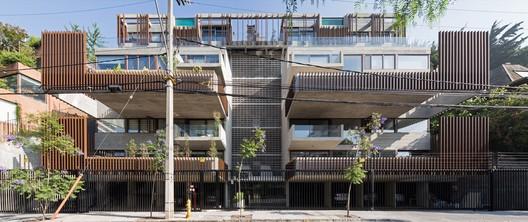 Seis Building / SML ARQUITECTOS + MATHIAS KLOTZ