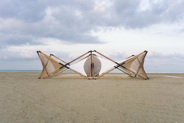 Cómo una estructura desplegable de madera y metal puede tener un gran impacto social, © Lorenzo Tugnoli