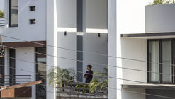 Casa Sky Box / Garg Architects