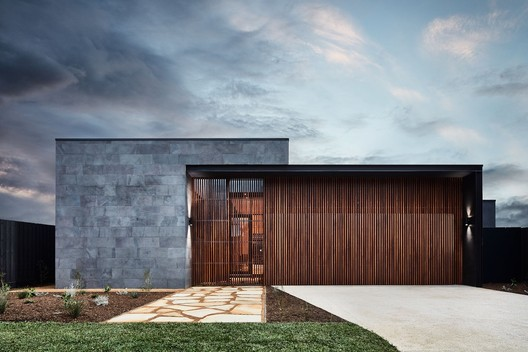 The Courtyard House / Auhaus Architecture