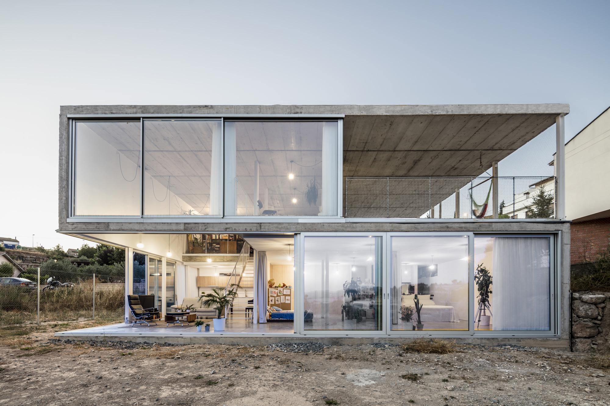 Galeria de casa calders narch 8 for Casa moderna in moldova