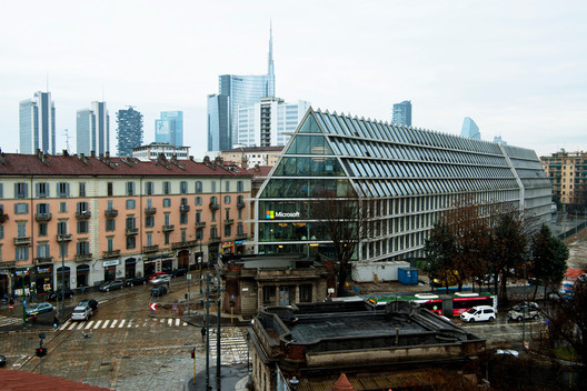 """Under the leadership of CEO Satya Nadella, Microsoft began a process of transformation in 2014, which included remodeling its offices around the world. With the aim of fostering a more collaborative, learning-driven work culture, the company has put together a framework called """"The Design Language for Place."""" Shown here is its Milan office, designed by DEGW in Herzog & de Meuron's Feltrinelli building. Image Courtesy of Microsoft"""