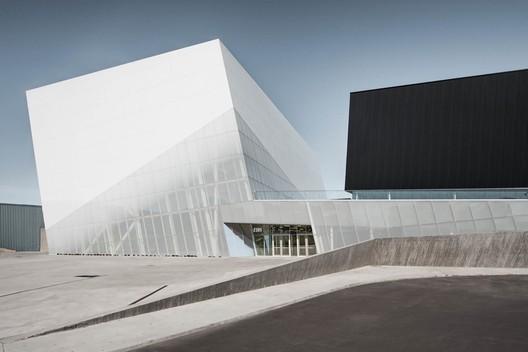 Saint- Laurent Sports Complex. Image © Olivier Blouin Photographer
