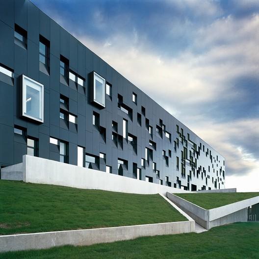 Perimeter Institute for Theoretical Physics. Image © Marc Cramer